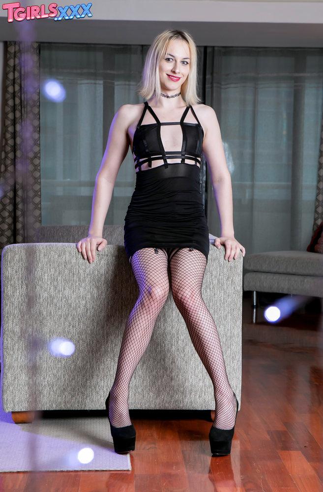 Alice-Blitz-177039_horny-blonde-alice-blitz - Trans Model